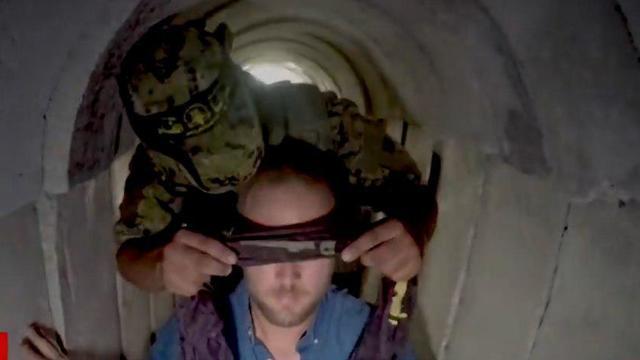 Ian Lee blindfolded by Islamic Jihad terrorist (Photo: CNN)