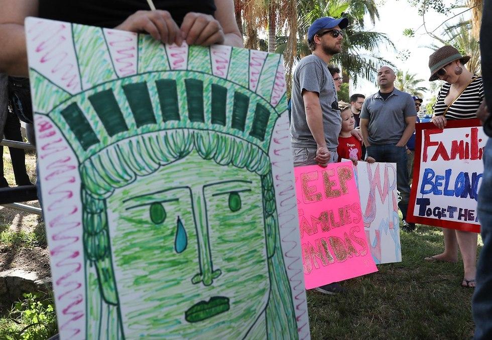 הפגנה נגד מדיניות הפרדת מהגרים מילדיהם לוס אנג'לס קליפורניה ארה