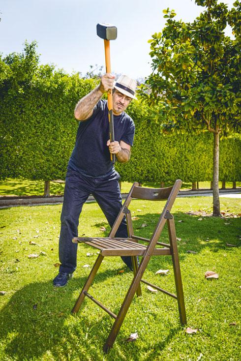 לירון פיין עבר לעבוד בעמידה - ולא תאמינו כמה הוא רזה. פרטים בכתבה (צילום: גבריאל בהרליה)