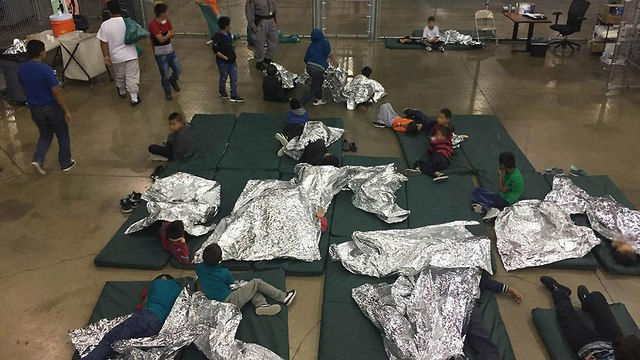 מכלאות הילדים שהופרדו מהוריהם במקסיקו (צילום: EPA)
