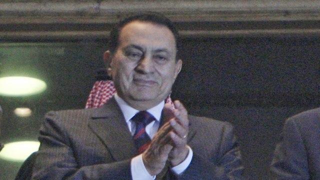 נשיא מצרים חוסני מובארק צופה ב משחק כדורגל (צילום: AP)