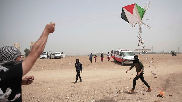 Launching incendiary kites from Gaza (Photo: AFP)