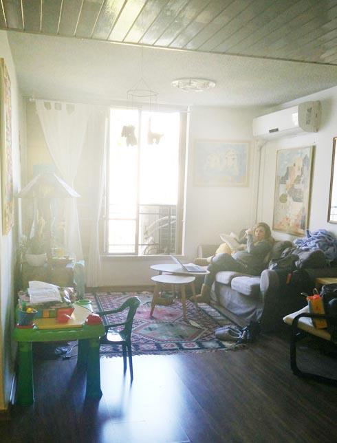 לפני השיפוץ. מיקום הסלון לא השתנה (צילום: סיון נצר)