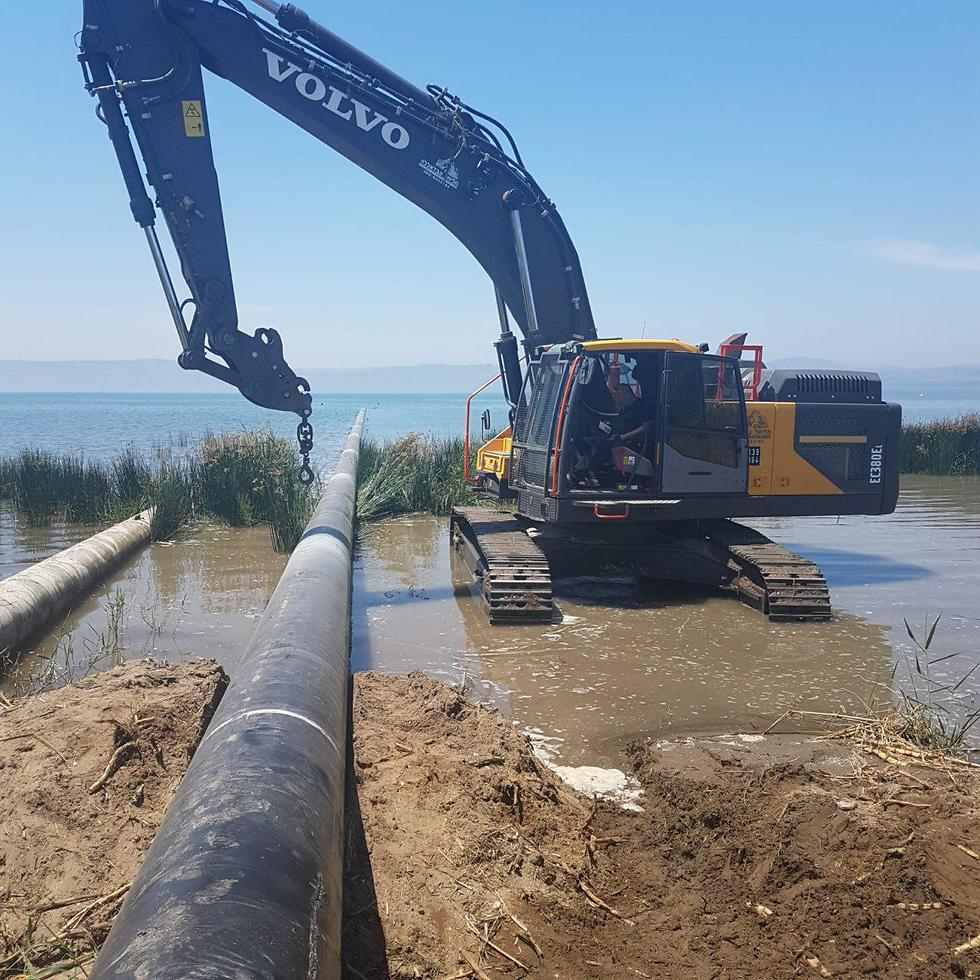 Mekorot pouring water into the Kinneret