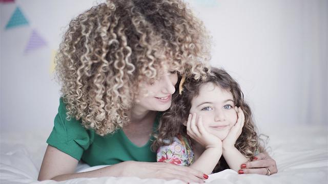 סיון לבנה חכים ובתה (צילום: נועה איזנשטט)