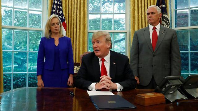 דונלד טראמפ, מייק פנס וקריסטין נילסן (צילום: רויטרס)