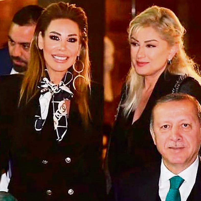 """עם הנשיא ארדואן ואשתו, אמינה. """"סיפרתי לו שהחלום שלי הוא לייצג את טורקיה באירוויזיון"""""""