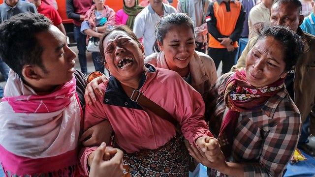 אסון אינדונזיה אגם וולקני מעבורת הר געש 192 נעדרים (צילום: AP)