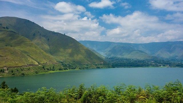 אסון אינדונזיה אגם וולקני מעבורת הר געש 192 נעדרים ()