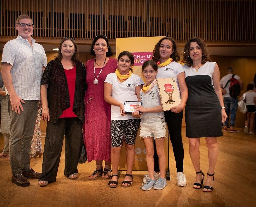 תלמידים מבית ספר מרחבים בראשון לציון זוכים בפרס בכנס יוצרים שינוי (צילום: מושיק ברין)