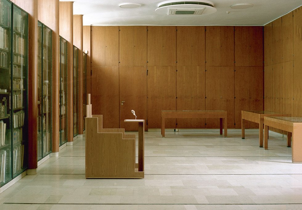 מנדלסון תכנן את הריהוט וגופי התאורה, דלתות וכל פרט אחר (צילום: מעיין אליקים)