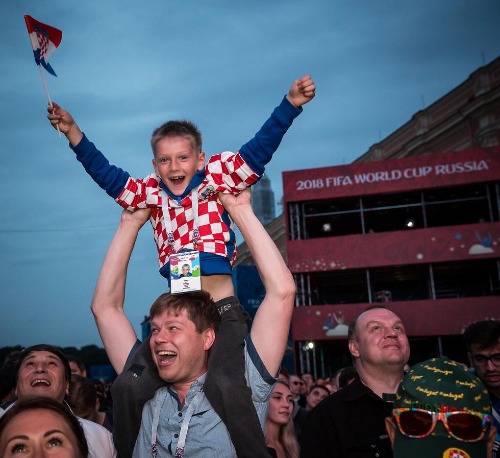אוהדי נבחרת קרואטיה ברוסיה חגגו (צילום: עוז מועלם)
