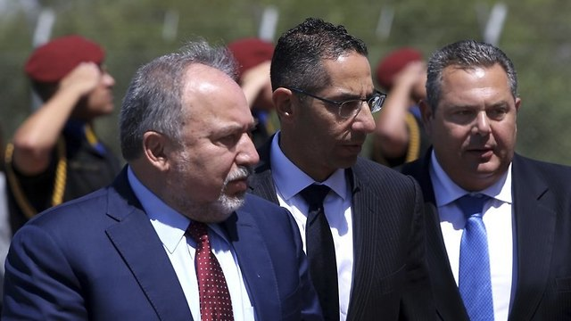 (L-R) Israel Defense Minister Avigdor Lieberman, Greek defense minister Panos Kammenos and Cypriot Defense minister Savvas Angelides (Photo: AP)
