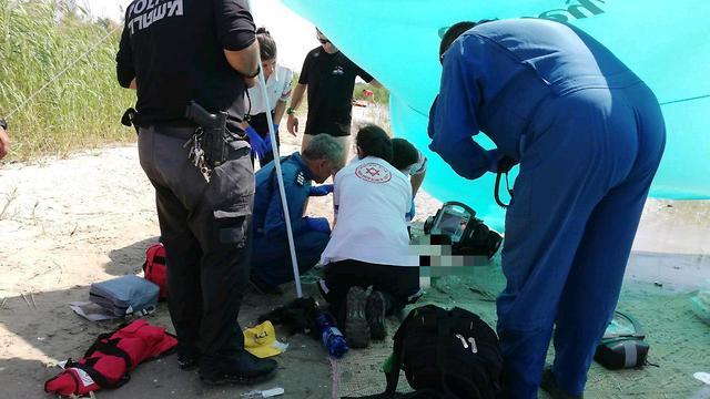 החייאה בילדה כבת 4 במצב אנוש בחוף רותם שיזף בעין גב (צילום: תיעוד מבצעי מד