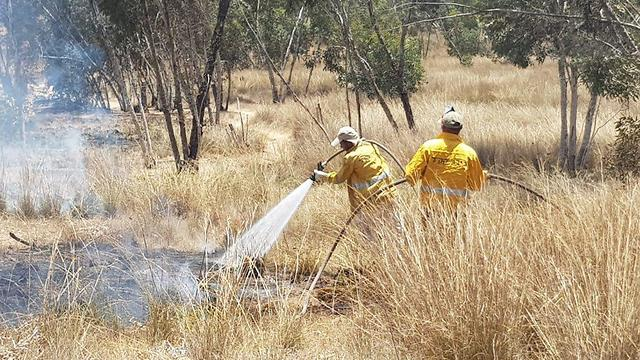 Firefighting crews putting out fires in south (Photo: KKL)