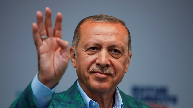 רג'פ טאיפ ארדואן נשיא טורקיה עצרת בחירות ב איסטנבול (צילום: רויטרס)