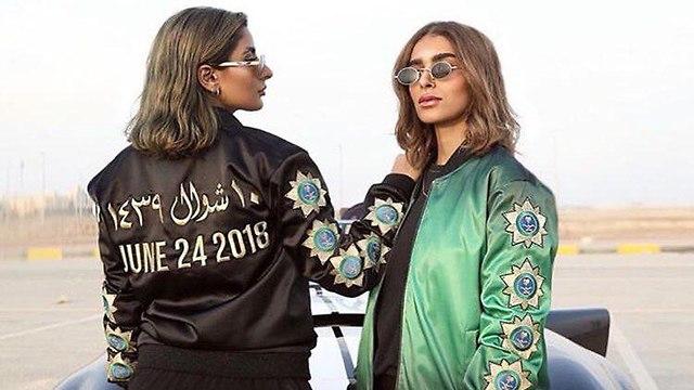 חברת אופנה סעודית הוציאה מעיל מיוחד לכבוד האישור לנשים להחזיק רישיון נהיגה ()