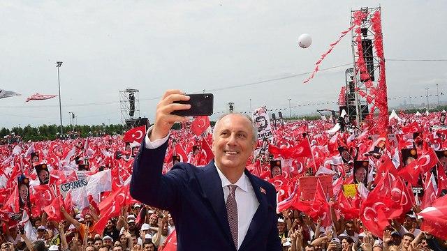 איסטנבול עצרת בחירות של מוהרם אינצ'ה רץ לנשיאות טורקיה (צילום: MCT)