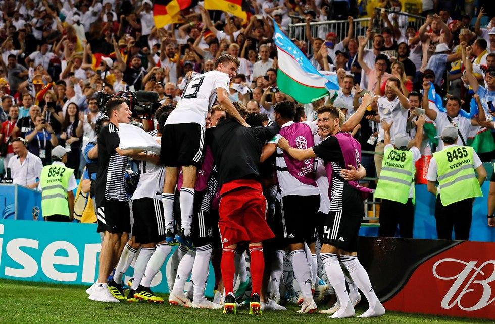 נבחרת גרמניה שער ניצחון (צילום: EPA)