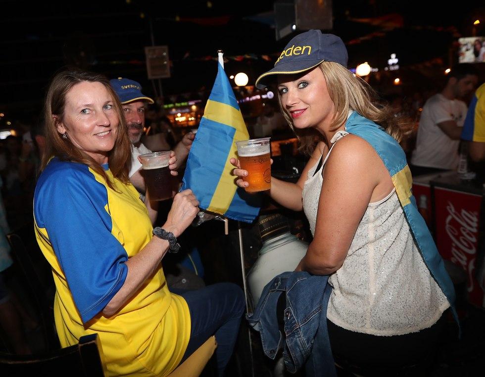 Болельщицы шведской сборной. Фото: Орен Аарони