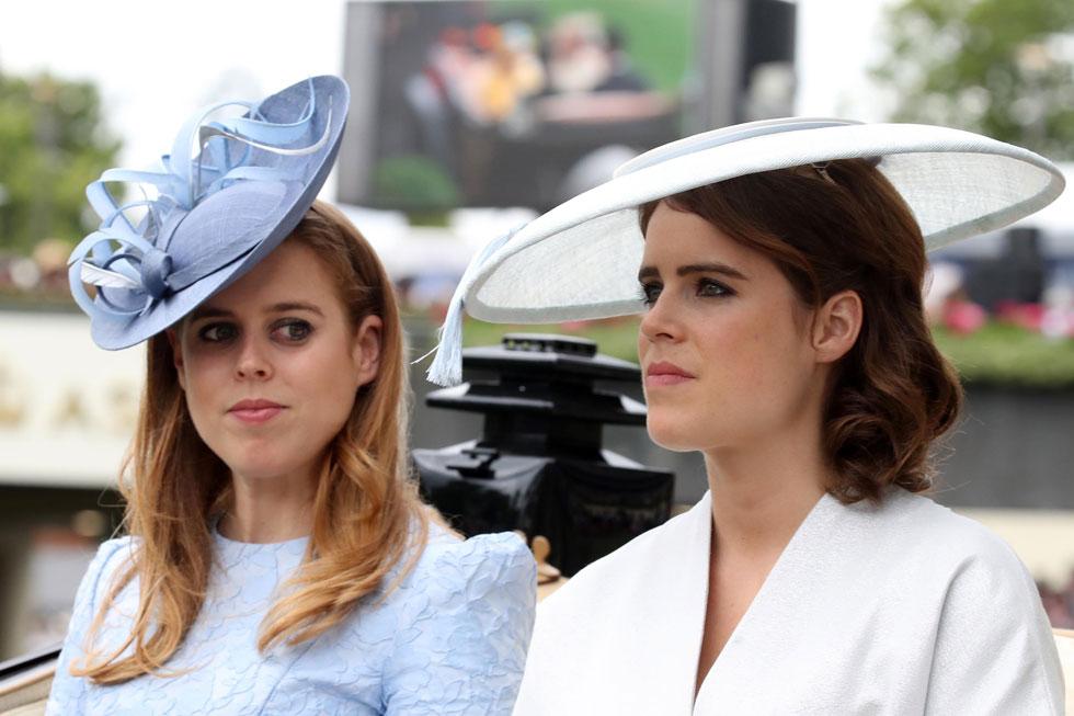 הנסיכות הצעירות ביאטריס ויוג'יני בחרו בכובעים בהירים בצבעים תואמים לבגדים. זה לא עזר להן להאפיל על מייגן מרקל בלוק האלגנטי של ז'יבנשי  (צילום: Chris Jackson/GettyimagesIL)