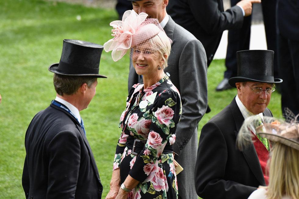 דיים הלן מירן זכתה לתשואות על הסגנון המדויק שלה בשמלה עם הדפס ורדים של דולצ'ה & גבאנה וכובע בצבע ורוד פודרה של חברת הכובעים היוקרתית Lock&Co  (צילום: Jeff Spicer/GettyimagesIL)