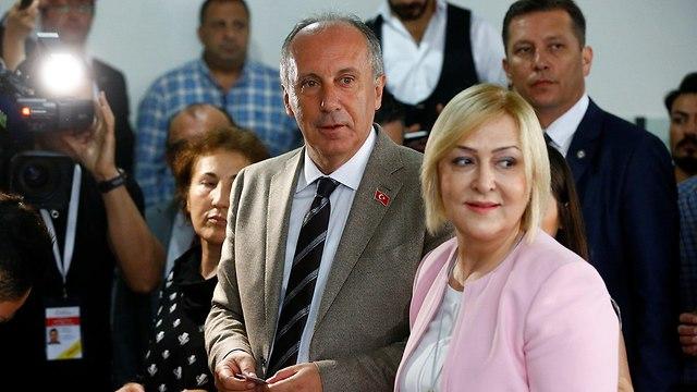 מוהרם אינצ'ה מצביע בקלפי בילובה טורקיה (צילום: רויטרס)