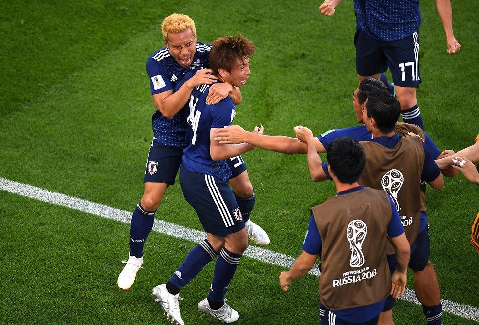 טקאשי אינוי חוגג עם נגאטומו שער לזכות יפן (צילום: getty images)