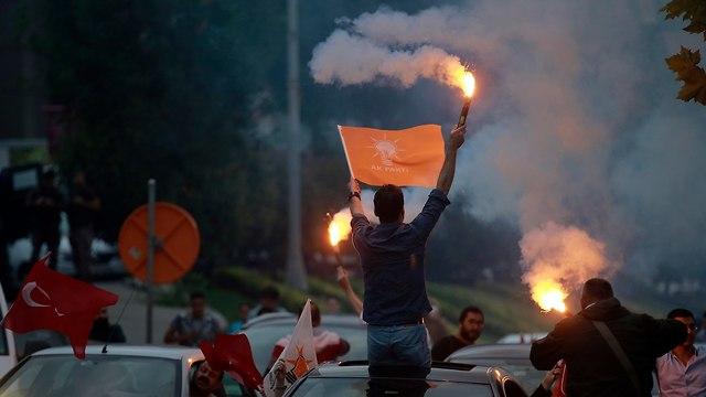 בחירות טורקיה תומכי רג'פ טאיפ ארדואן חוגגים (צילום: AP)