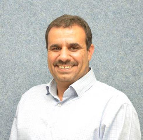 """ד""""ר מוחמד אלנבארי, ראש המועצה המקומית חורה ויו""""ר הוועד המנהל של העמותה. להעמיד מסה קריטית של מובילים לחברה הבדואית  (צילום: לשכת מועצת חורה)"""