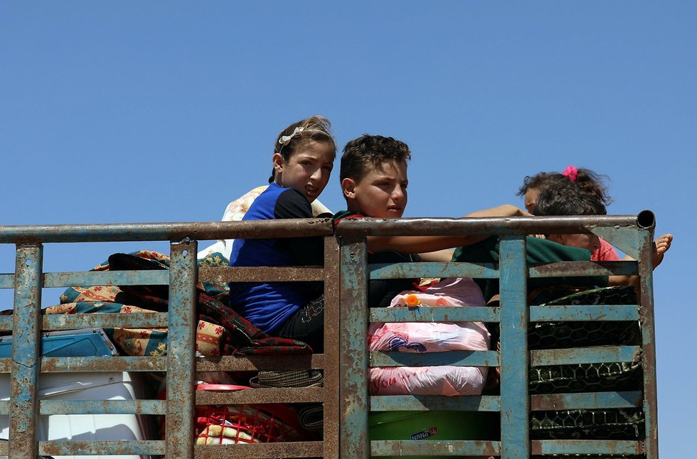 Syrian refugees fleeing the fighting area (Photo: Reuters)