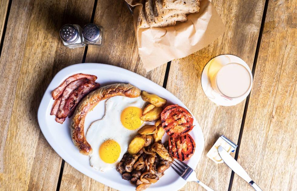 אוכל אנגלי (צילום: יהונתן בן חיים)