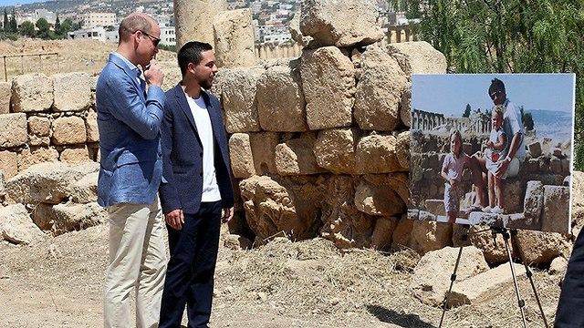 הנסיך וויליאם עם חוסיין יורש העצר של ירדן (צילום: רויטרס)