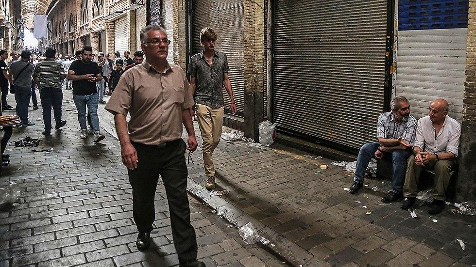 הבזאר הגדול של טהרן ב איראן חנויות סגורות בגלל המחאה והמצב הכלכלי (צילום: AP)
