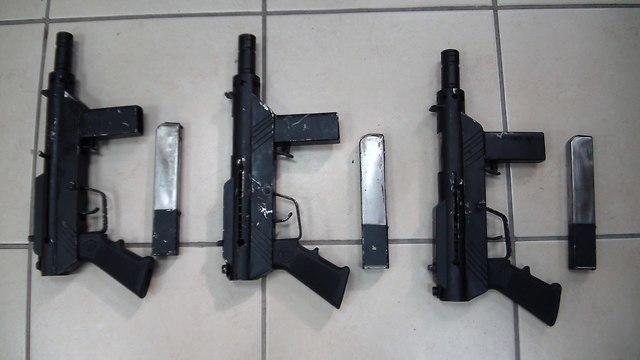 אלט: אקדח  (צילום: דוברות המשטרה)