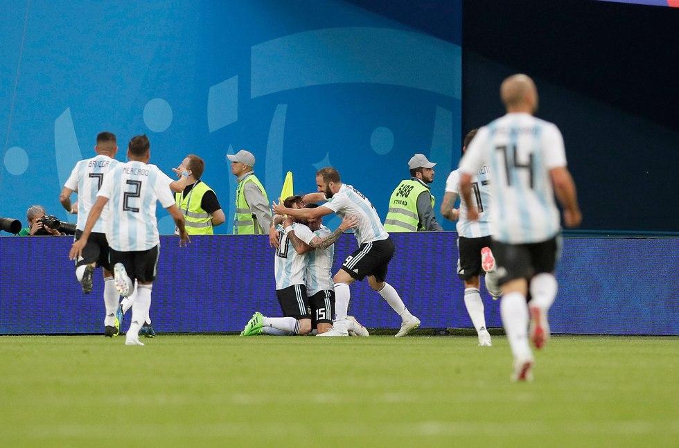נבחרת ארגנטינה חוגגת (צילום: AP)