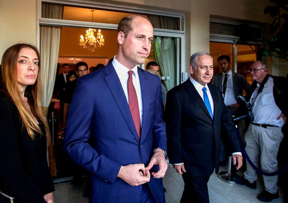 Принц Уильям в доме британского посла. Фото: AFP