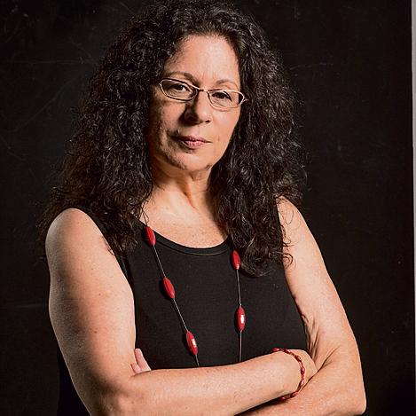 """ארנינה קשתן, 67, מייסדת ומנחת """"מיתרים"""", המרכז ללימודי אהבה, מודעות ותקשורת מקרבת (צילום: יובל חן) ()"""