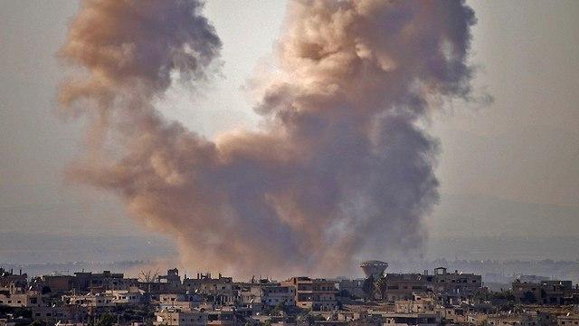 סוריה דרעא פליטים סורים בורחים מלחמת אזרחים לעבר רמת הגולן ישראל (צילום: AFP)