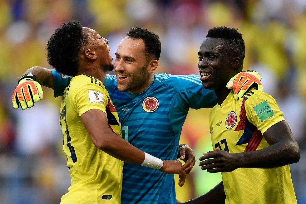 שחקני נבחרת קולומביה חוגגים (צילום: AP)