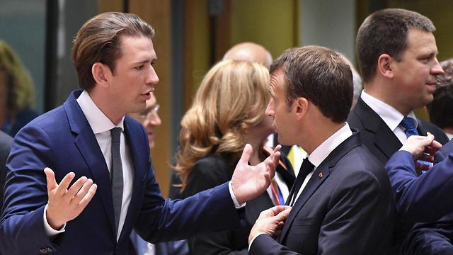 עמנואל מקרון וסבסטיאן קורץ (צילום: AP)