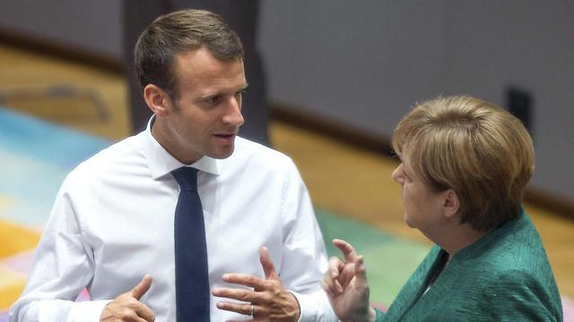 אנגלה מרקל ועמנואל מקרון (צילום: AP)