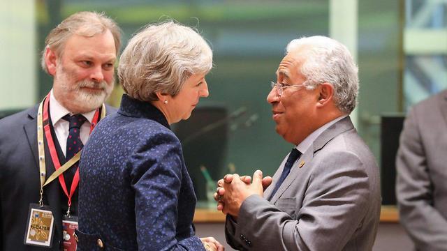 אנטוניו קושטה ותרזה מיי (צילום: AFP)