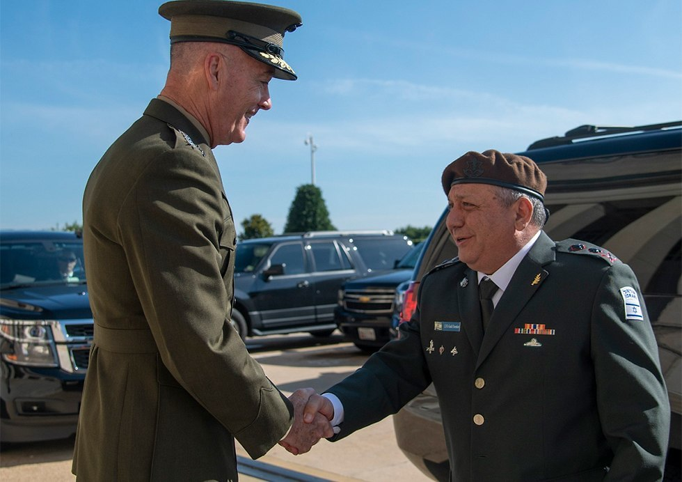 Joseph Dunford (L) and Chief of Staff Lt. Gen. Gadi Eisenkot meet in Washington