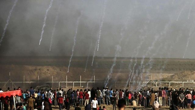 הפגנות הפגנה מהומות פלסטינים ב עזה אלימות גבול גדר ה מערכת ישראל צה