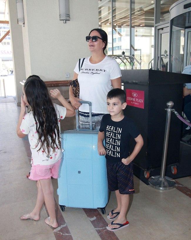 """""""מאמי יש עוד מזוודה מאחורה!"""" (צילום: ענת מוסברג)"""
