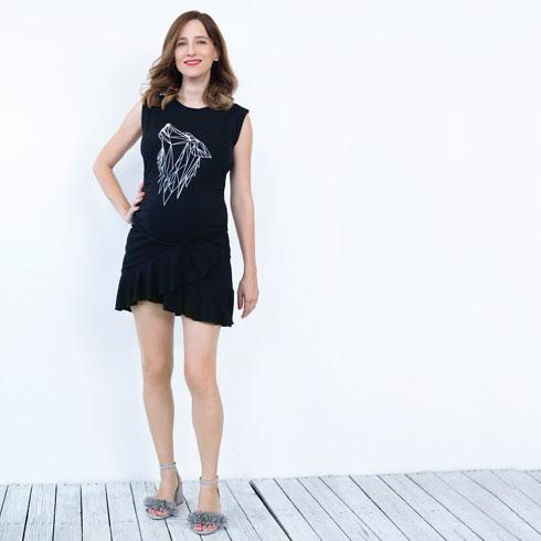 חצאית, 90 שקל, H&M. סנדלים, 199 שקל, פול אנד בר (צילום: עדו לביא, סטיילינג: תמי ארד־ברקאי)