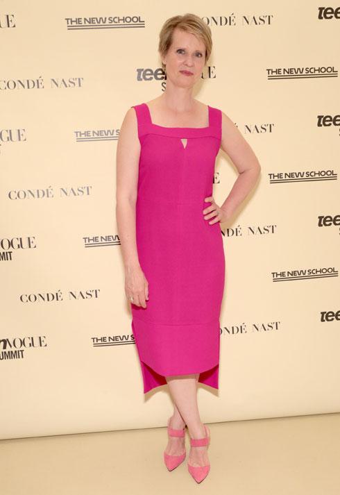 אפשר ללבוש ורוד בפוליטיקה. השחקנית סינתיה ניקסון, שמתמודדת לתפקיד מושלת ניו יורק (צילום: Cindy Ord/GettyimagesIL)