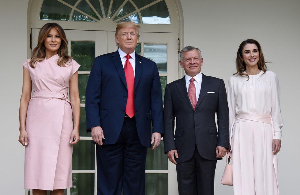 מפגש פסגה אופנתי. מלניה טראמפ ומלכת ירדן ראניה בבגדים ורודים (צילום: Olivier Douliery/GettyimagesIL)