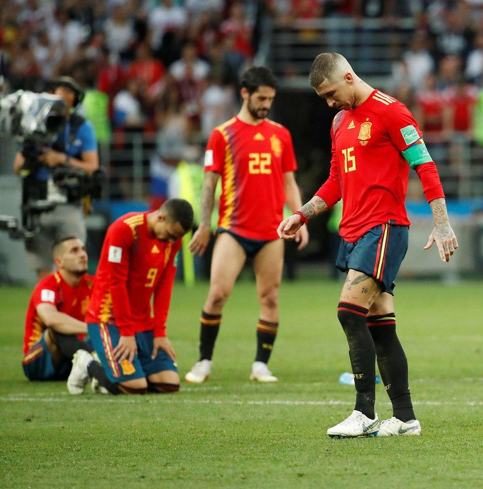 שחקני נבחרת ספרד מאוכזבים (צילום: רויטרס)